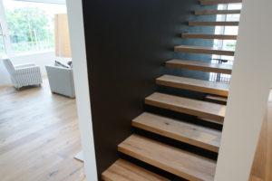Treppentritte in Eiche unsichtbar montiert