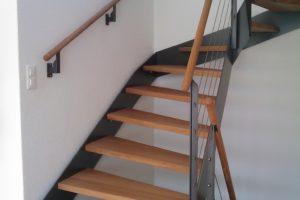 Handlauf und Treppentritte in Eiche massiv farblos geölt