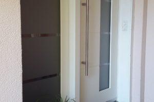 Haustüre weiss - Glasfeld mit Mattfolie