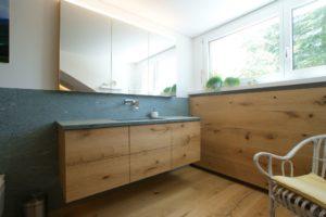 Badmöbel in Eiche gebürstet mit Waschtisch aus Granit Andeer