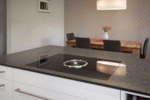 Küche weiss matt mit Dunstabzug Bora Basic