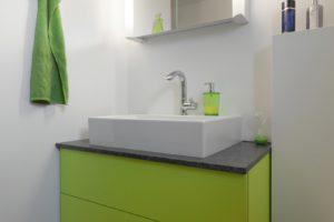 Waschtischunterbau grün mit Granitabdeckung Steel Grey